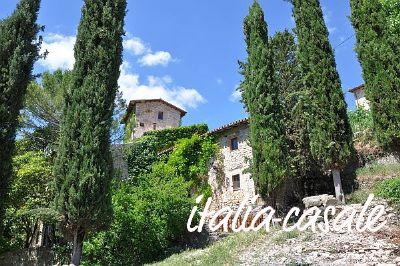 Italien, Landgut mit 2 Ferienhäusern für 5 und 10 Personen mit Pool in schöner Lage bei Spoleto