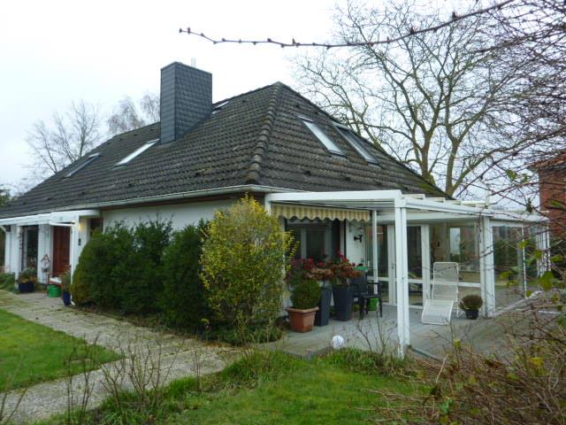 Ruhiges Wohnen im Einfamilienhaus mit Einliegerwohnung mit Wintergarten