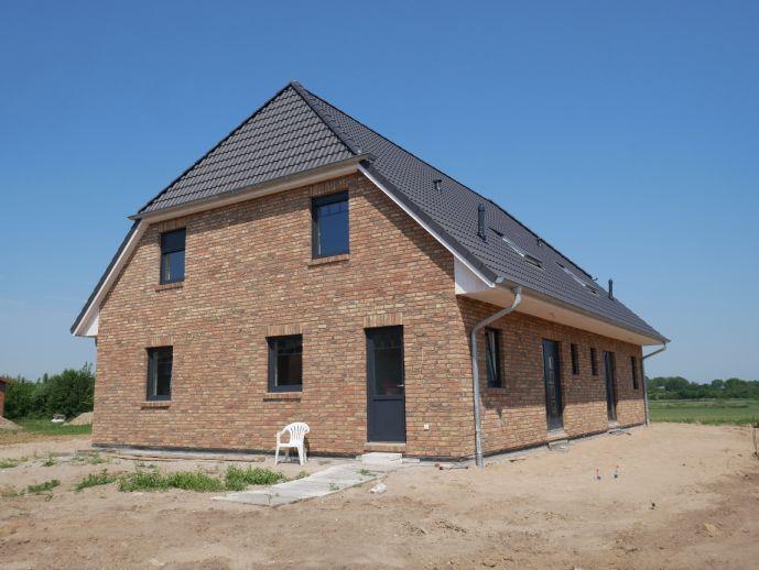 VERKAUFT! TOP Angebot! Neubau! Doppelhaushälfte mit Terrasse, auf Eigenland in zentraler Lage!