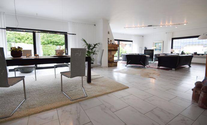 ZU VERKAUFEN: Top gepflegtes, renoviertes Einfamilienhaus in bevorzugter Lage mit Garten, Terrasse, Garage und viel Platz für die ganze Familie