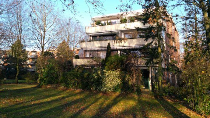 Großzügige 3,5 Zimmer-Erdgeschosswohnung in Hamburg-Meiendorf mit sonniger Terrasse und PKW-Stellplatz