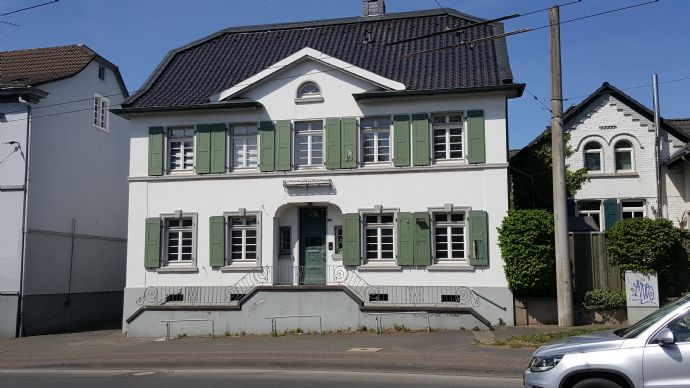 Büro und Wohnen im eigenen Haus in Solingen Wald-Bavert
