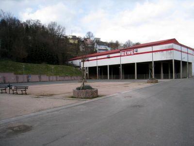 Boule und Parkplatz