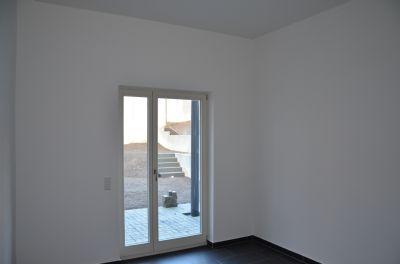 Gemeinschaftsraum mit Tür zum Garten