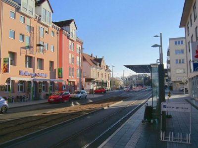 Einkaufsstraße/Tramlinie CH