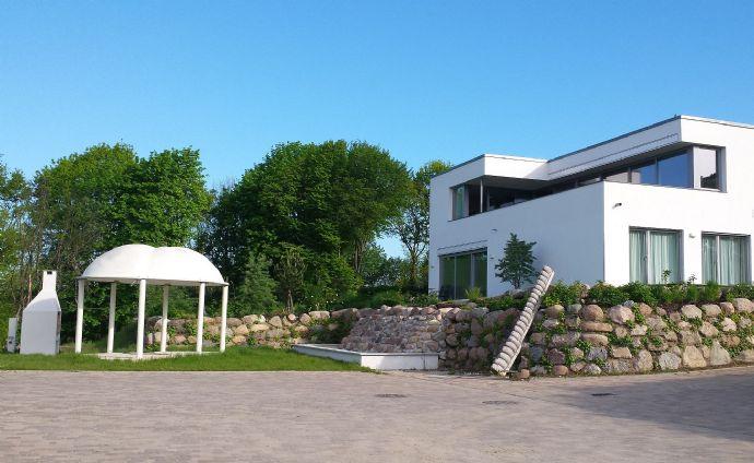 Ostseebad Binz: exklusive Ferienvilla im Bauhausstil in Südhanglage zur Eigennutzung