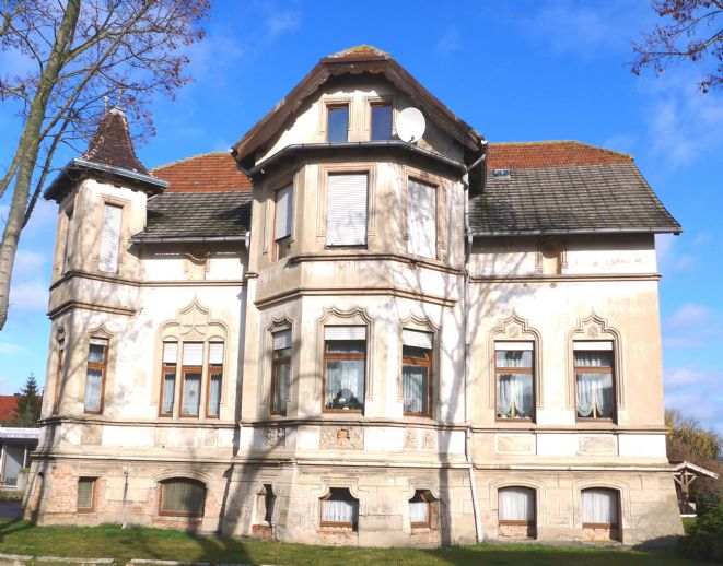 Charmante Gründerzeitvilla mit Pool und großem Grundstück
