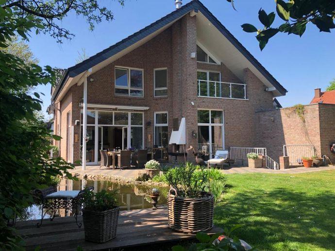 Freistehendes Architektenhaus mit traumhaften Sonnengrundstück im Herzen von Kaarst
