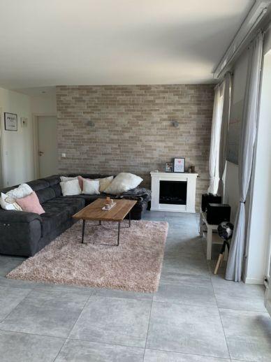Liebevolle 3-Zimmer-Wohnung mit Balkon und Einbauküche in Landshut Achdorf