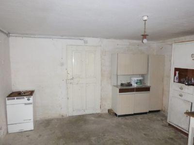 Ehemalige Küche - zur Renovierung bereit
