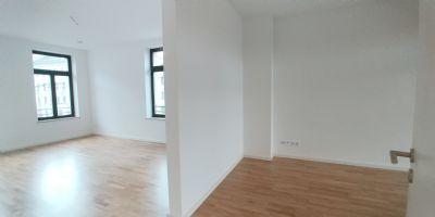 Erstbezug  2 Zimmer Wohnung in historischem Gebäude mit allen Annehmlichkeiten: Fußbodenheizung, Kaminanschluss, Balkon,