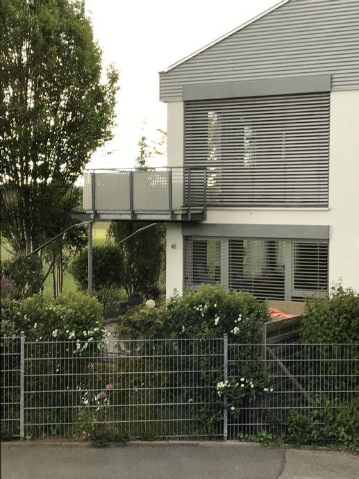 Modernes Zweifamilienhaus in ruhiger Lage in Oberasbach