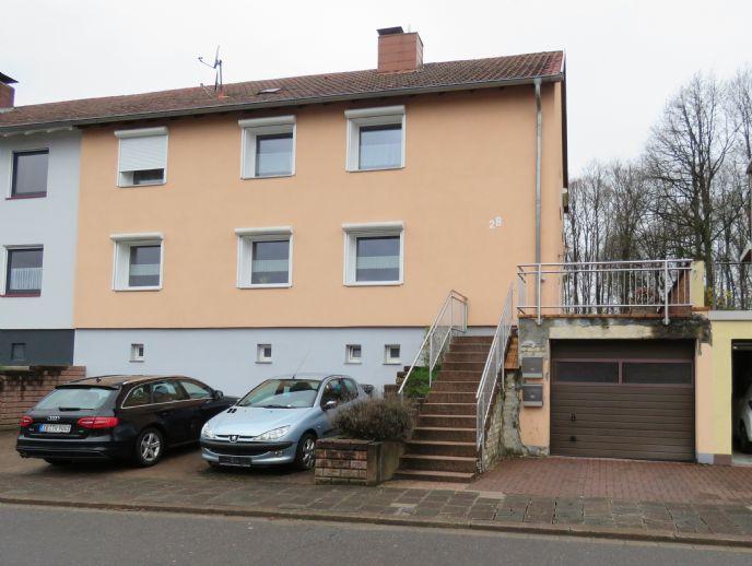 Großzügiges Wohnen in einem 2 Familienhaus mit einem Garten in Friedrichsthal