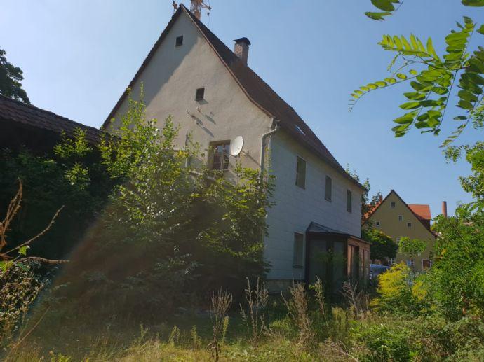 Ein Haus mit Bauplatz,ein Stück Geschichte im Herzen von Stein sucht neuen Eigentümer mit Ideen für dieses Historische Denkmalgeschützte Gebäude.