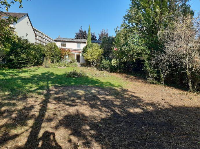 Geräumige Haushälfte mit kinderfreundlichem Garten