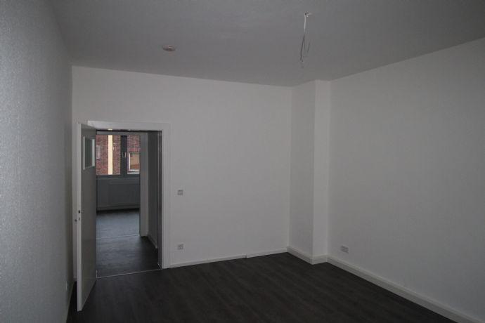Komplett hell durchrenovierte 3,5 R.-Wohnung