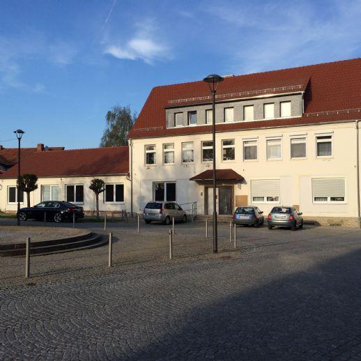 RESERVIERT!!! Repräsentatives Mehrfamilienwohnhaus mit Potential u. Stellplätzen in ruhiger City-Lage von Schönstedt