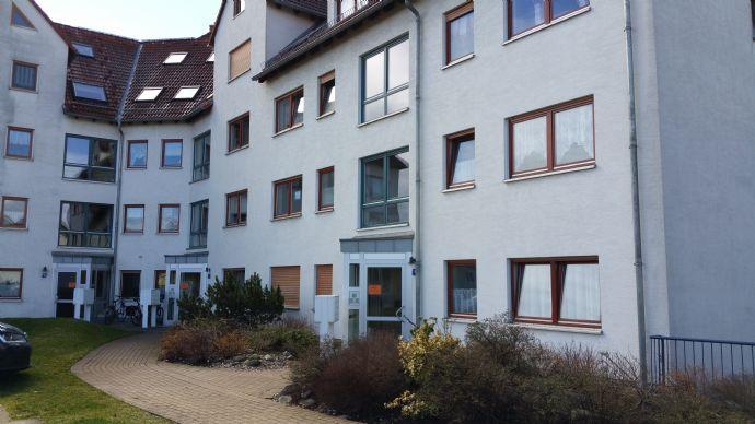 BITTE KEINE MAKLER ANFRAGEN ! Weinböhla bei Dresden Schöne 2 Raum-WG im 1.OG mit Einbauküche und Balkon, Bad mit Fenster inkl. Tiefgaragenplatz !