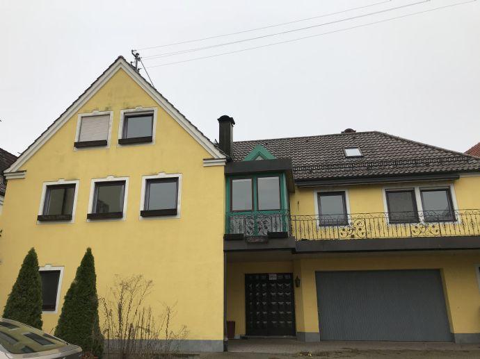 Mehrfamilienhaus + Einfamilienhaus - 2 große Wohnungen, Ausbau von 2 weiteren Wohnungen möglich und Ladengeschäft im EG