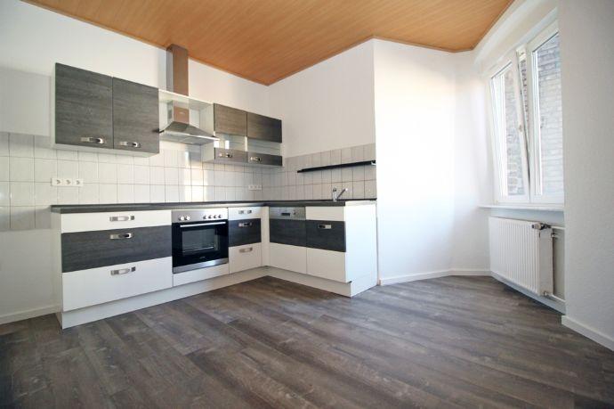 MANNHEIM * Renovierte 3-Zimmer-Altbauwohnung mit Einbauküche inklusive