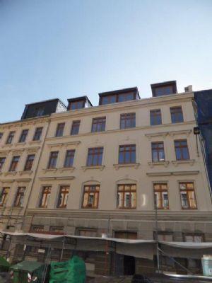 ERSTVERMIETUNG nach Sanierung:  4-Z-WE mit Balkon, Fußbodenheizung und hochwertiger EBK