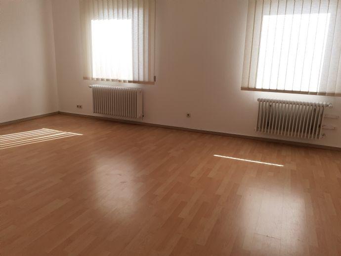 6 Zimmerwohnung in Offenbach Bieber mit eigenem Eingang