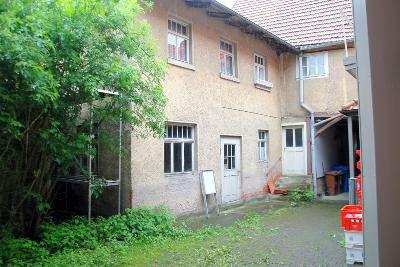 Zugang zu Wohnhaus & Werkstatt vom Innenhof