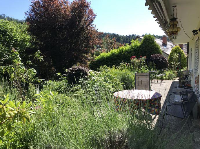 Großes Wohnhaus mit herrlichem Garten und in toller Lage