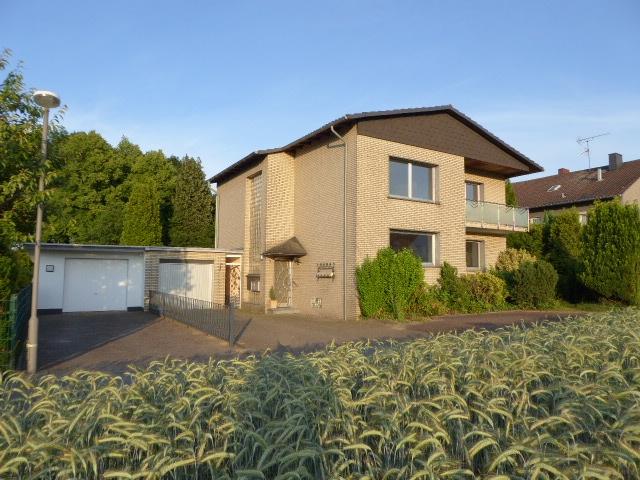 Gepflegtes Ein-oder Zweifamilienhaus in ruhiger Lage mit unverbautem Blick in die Natur !
