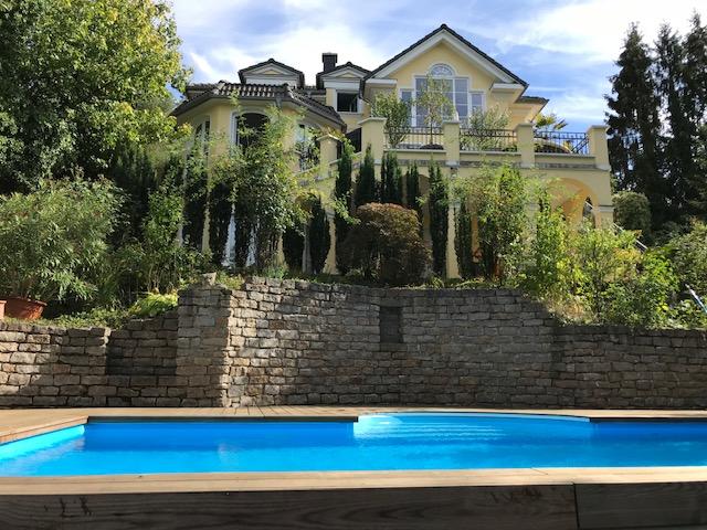 Repräsentative Villa mit Pool in traumhafter Lage mit Schlossblick
