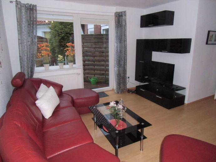 Hochwertige 2 Zi.-Wohnung, voll möbliert und ausgestattet. Mit Terrasse und kleinem Garten