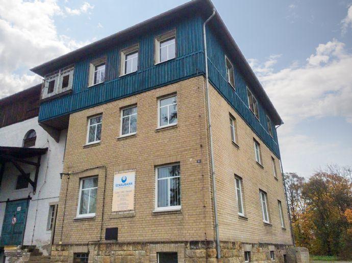Wohnhaus / Büro und Lagerhallen mit traumhaften Ausblick