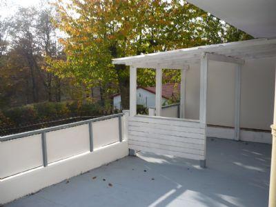 Die Terrasse mit neu überdachterPergola