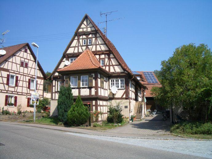 Wohnen in Häfnerhaslach - im älteren 1-2 Fam. Fachwerk-Haus, ehemaliges Herrenhaus