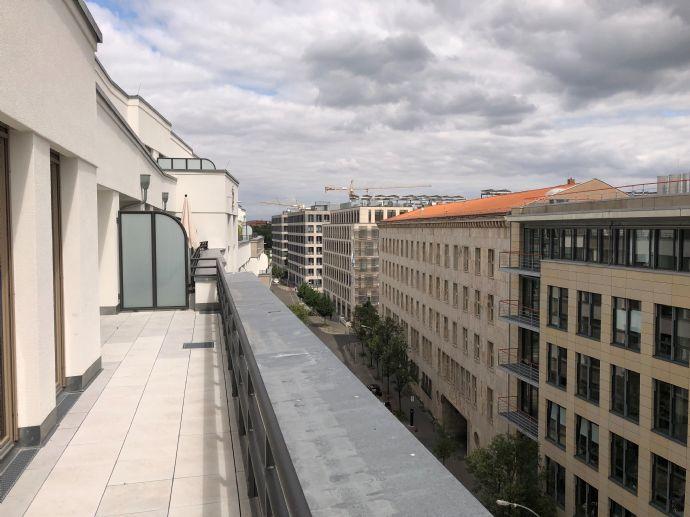 Neubau-Erstbezug! weitläufige 2-Zimmer-Dachgeschosswohnung mitten in Mitte
