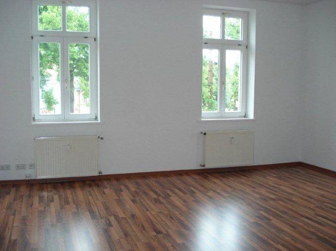 Schöne 3-R-Wohnung Bad mit Wanne, zentral