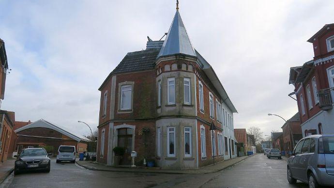 WESSELBUREN: 2 Wohnhäuser mit ca. 350 m² Wohnflache und PV-Anlage
