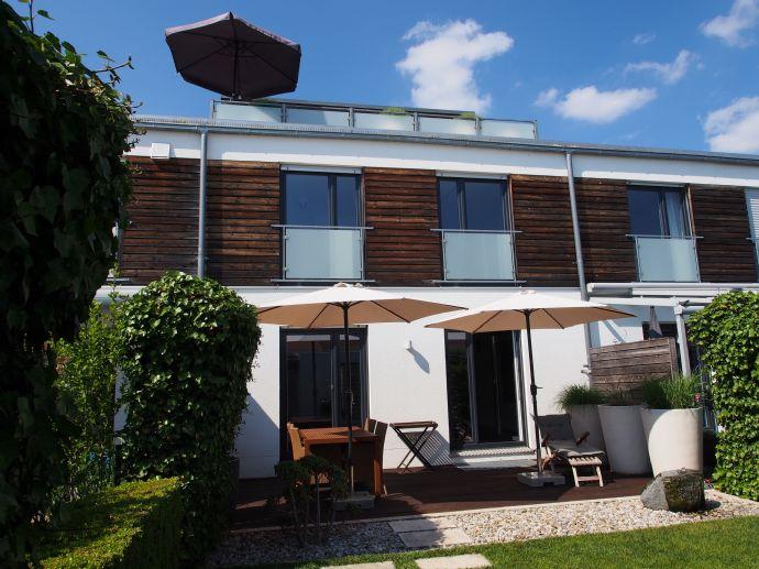 Gehobenes RMH mit Garten und Dachterrasse