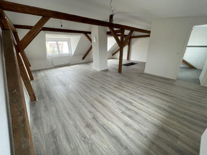 Erstbezug nach Kernsanierung! Hochwertige Altbau 3-Zimmer Maisonnette Wohnung mit Balkon und Einbauk