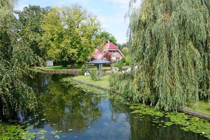 1 225m² Wassergrundstück mit Villa