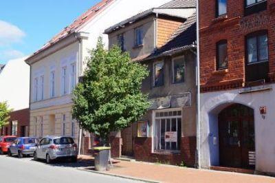 Gebäude mit Nachbarbebauung