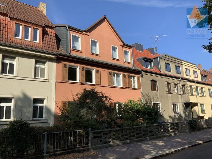 * Lukratives 3-Familienhaus mit Potenzial in Bitterfeld zu verkaufen *