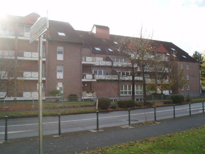 Altengerechtes 1-Zimmer-Großraumappartement mit großem Balkon in der Monheimer-Innenstadt