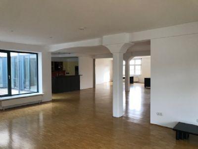 Großzügiges Wohnloft in repräsentativem Mehrfamilienhaus