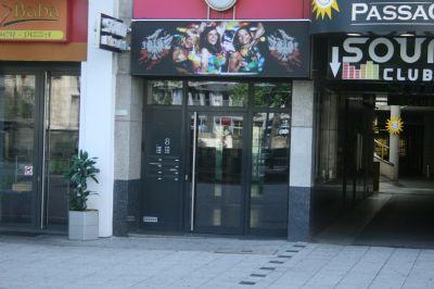 Eingangsbereich zum Foyer und Fahrstuhl