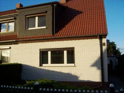 Doppelhaushälfte Straßenansicht
