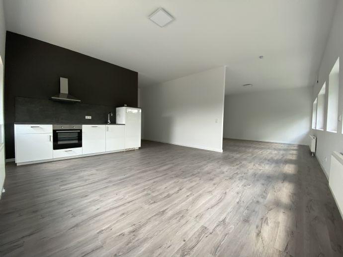 Erstbezug mit Einbauküche: ansprechende, loftartige 2-Zimmer-Wohnung in Roßdorf (Whg 4)