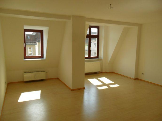 Sonnige DG-Wohnung mit Lift & guter Anbindung !