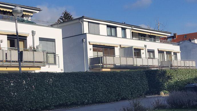 Helle 3-Zi. Whg., renoviert mit neuer Einbauküche, Südbalkon, Lift, TG-Stellplatz in zentraler Lag