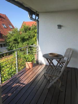 Repräsentative 3-Zimmer-Wohnung mit Loggia in Frankfurt-Bergen-Enkheim -Ortsteil Bergen- mit südländischer Atmosphäre
